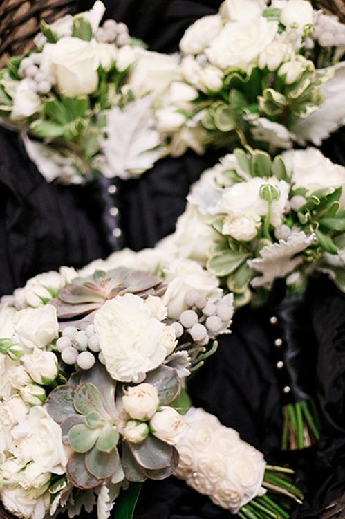 Milwaukee wedding flowers: Belle Fiori, photo: Kat & Dylan Schleicher/Ellagraph Studios