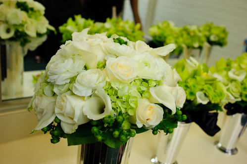 Milwaukee wedding flowers: Impressions by Esther Fleming, photo: Ari Rosenthal Photography